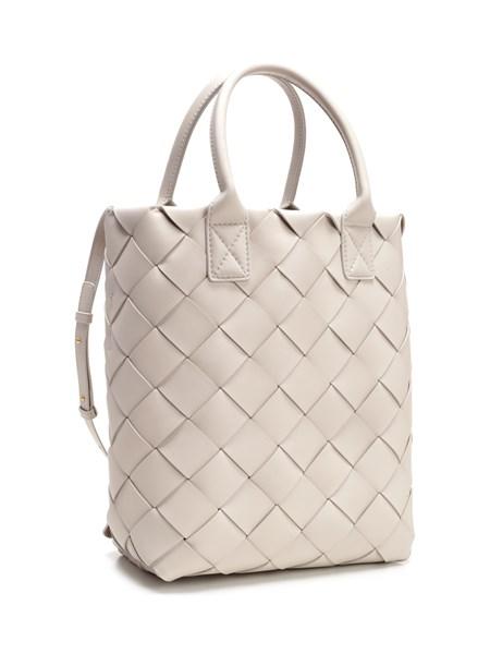 7672fea07 BOTTEGA VENETA Maxi tote bag in white nappa - COD. 570800/VMAH12030
