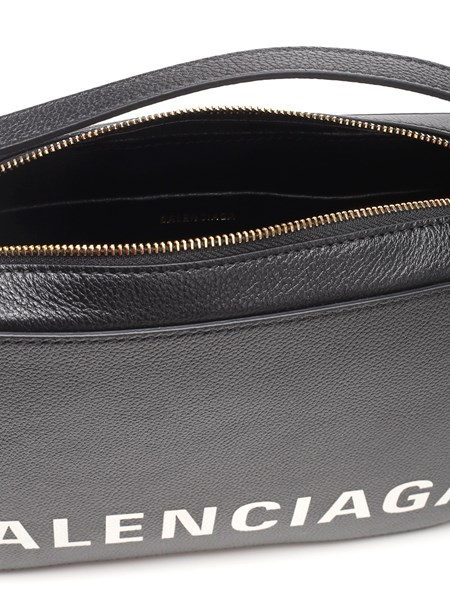 pierna valor radical  Balenciaga Black leather